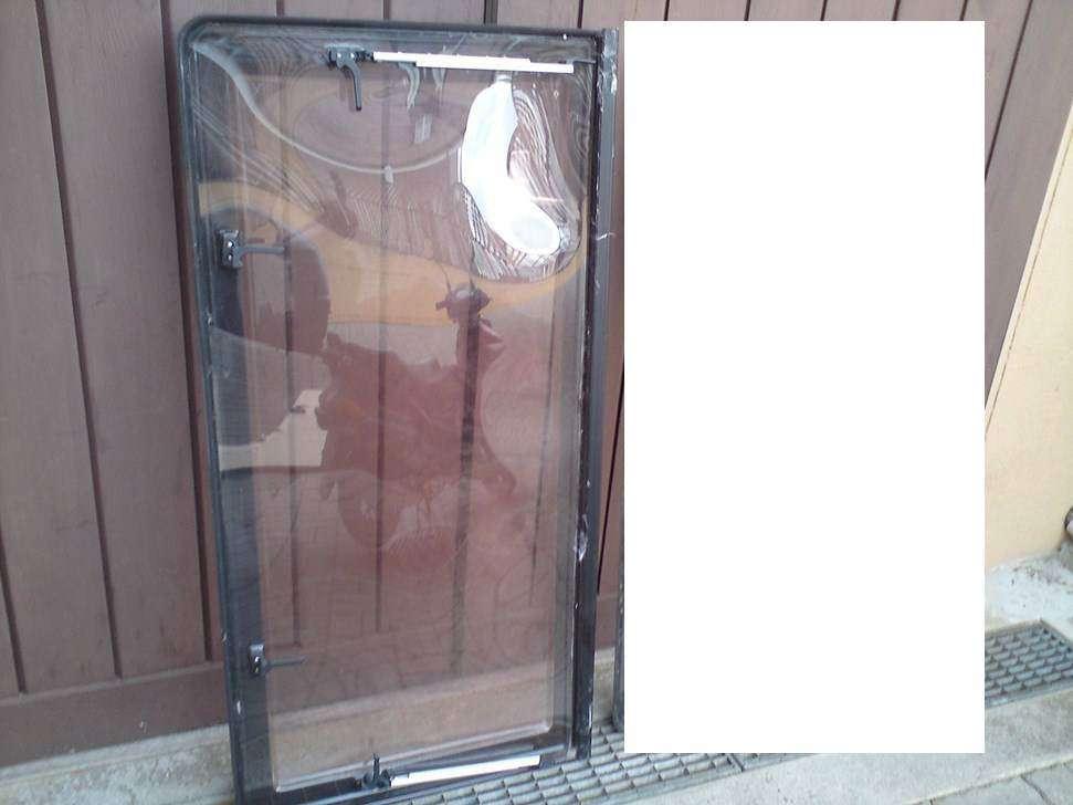 Fenêtre Grande Avant Ou Arrière Pour Caravane Burstner Accessoires