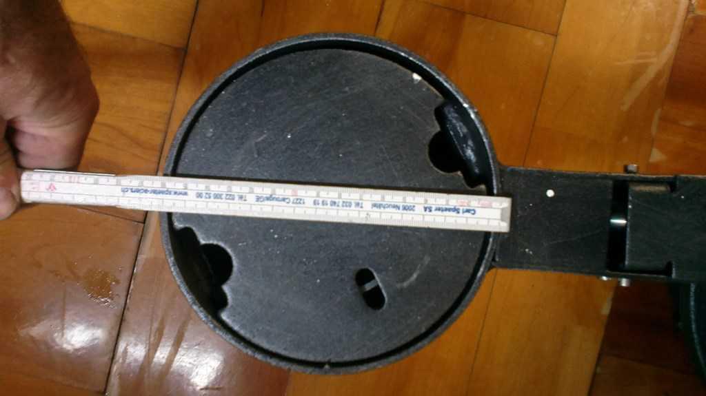 Borne potelet en fonte. 12346803