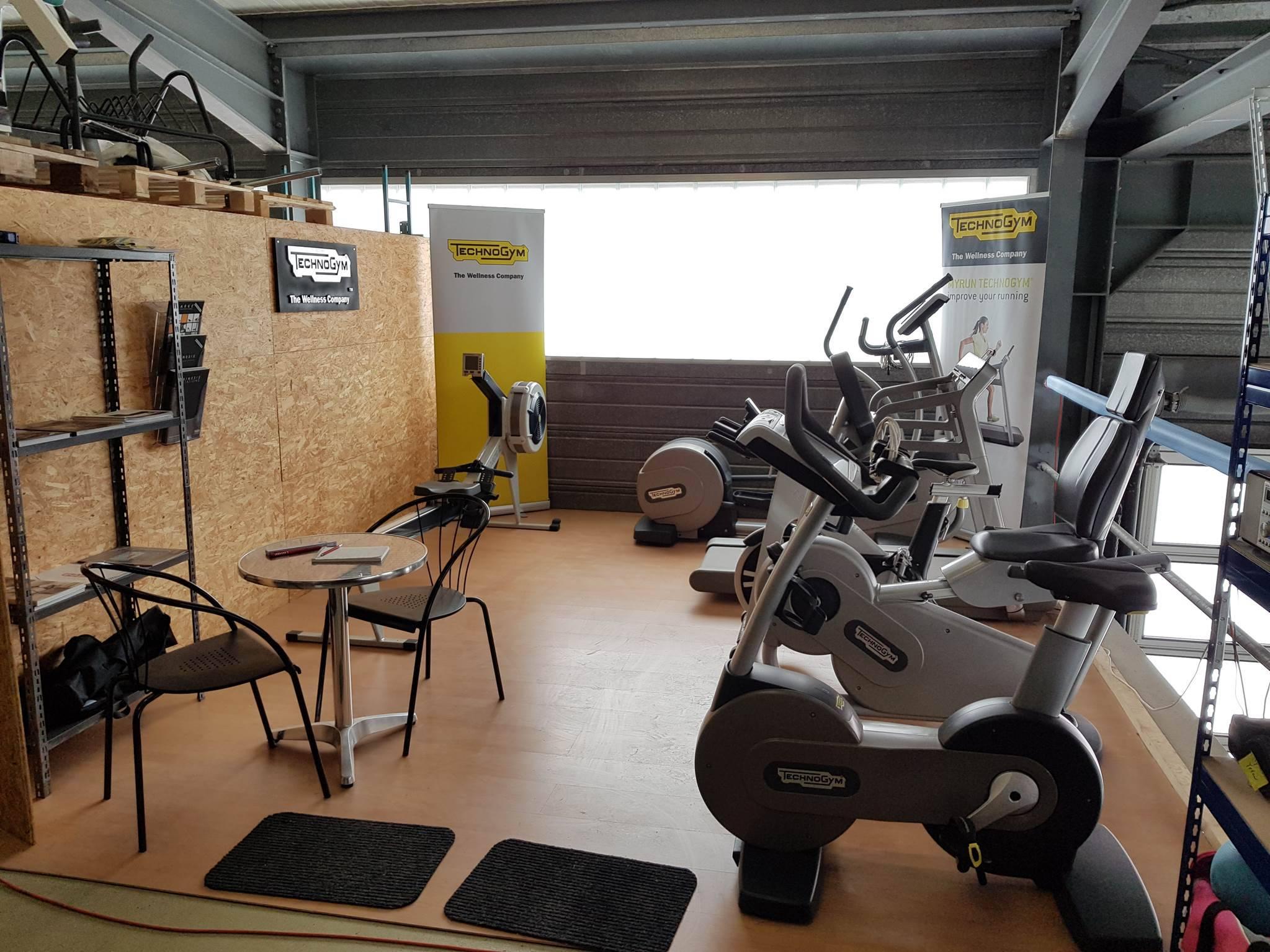 a vendre appareils de fitness technogym appareils de. Black Bedroom Furniture Sets. Home Design Ideas