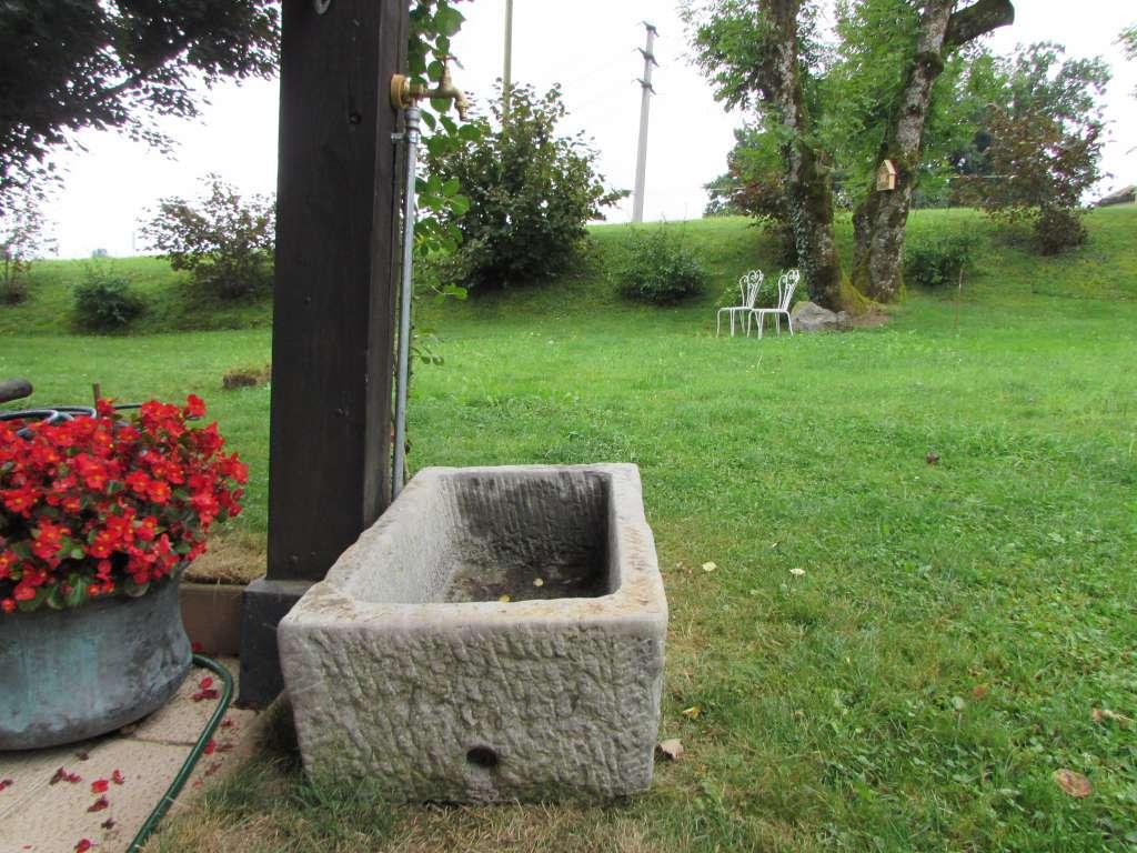 Bassin de jardin en pierre naturelle autres for Bassins de jardin en pierre
