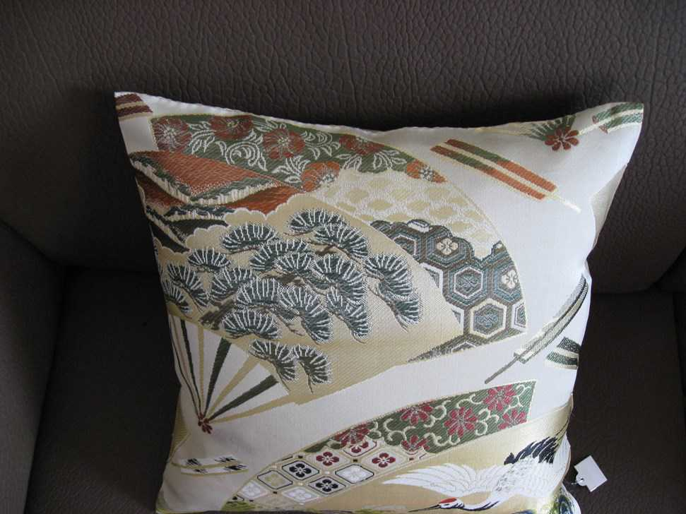coussins japonais tissu de kimono grue du japon autres. Black Bedroom Furniture Sets. Home Design Ideas
