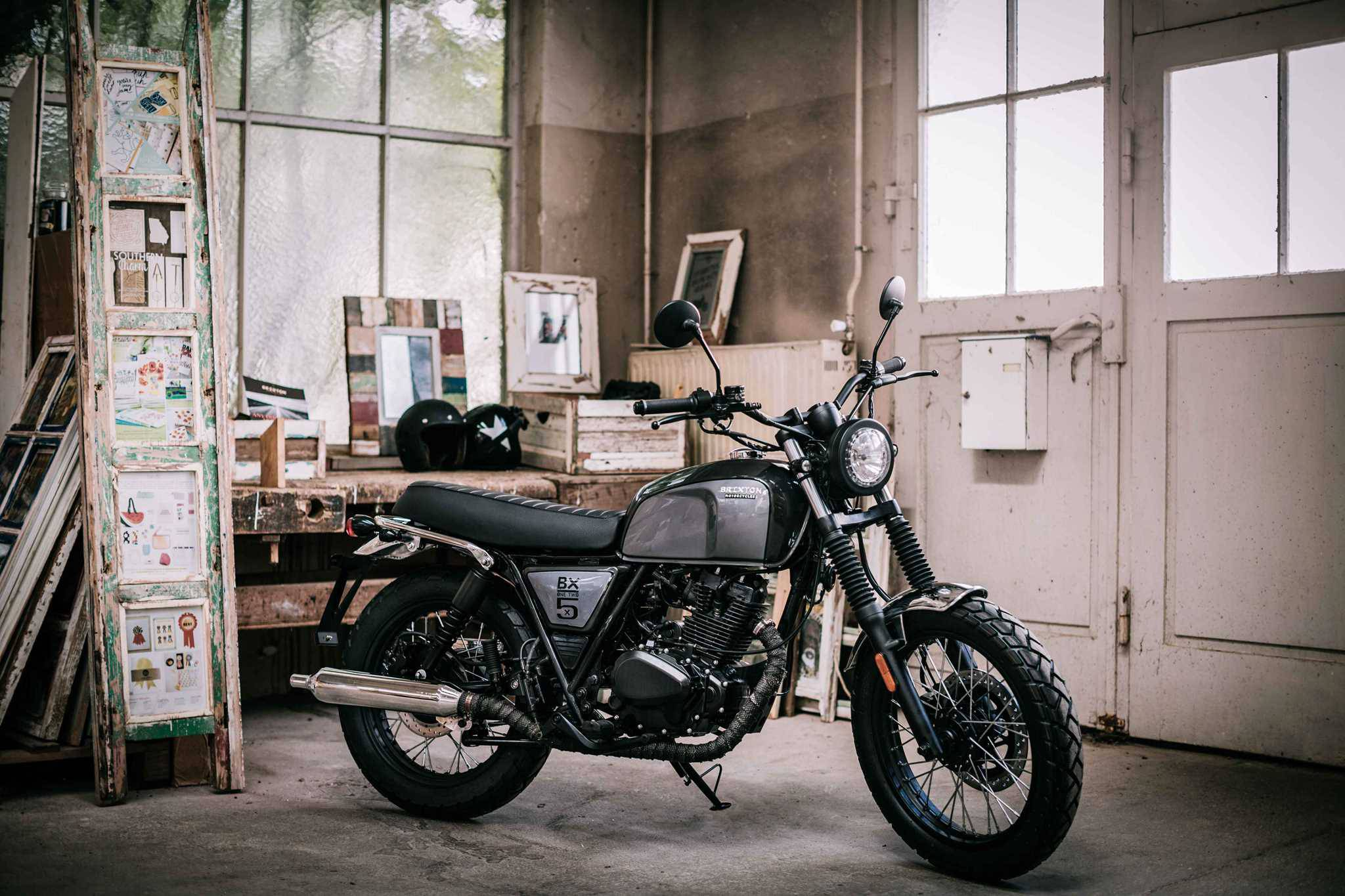 moto 125cc l 39 ancienne neuve new brixton bx 2017 autres. Black Bedroom Furniture Sets. Home Design Ideas