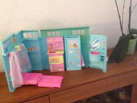 Barbie meubles accessoires petites annonces for Accessoire maison barbie