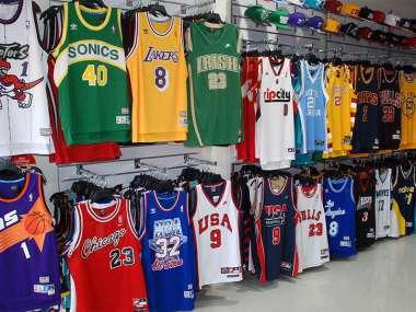 more photos 01bc0 b7813 Boston Celtics 2018-19 / Bape version / Plus d'équipes dispo