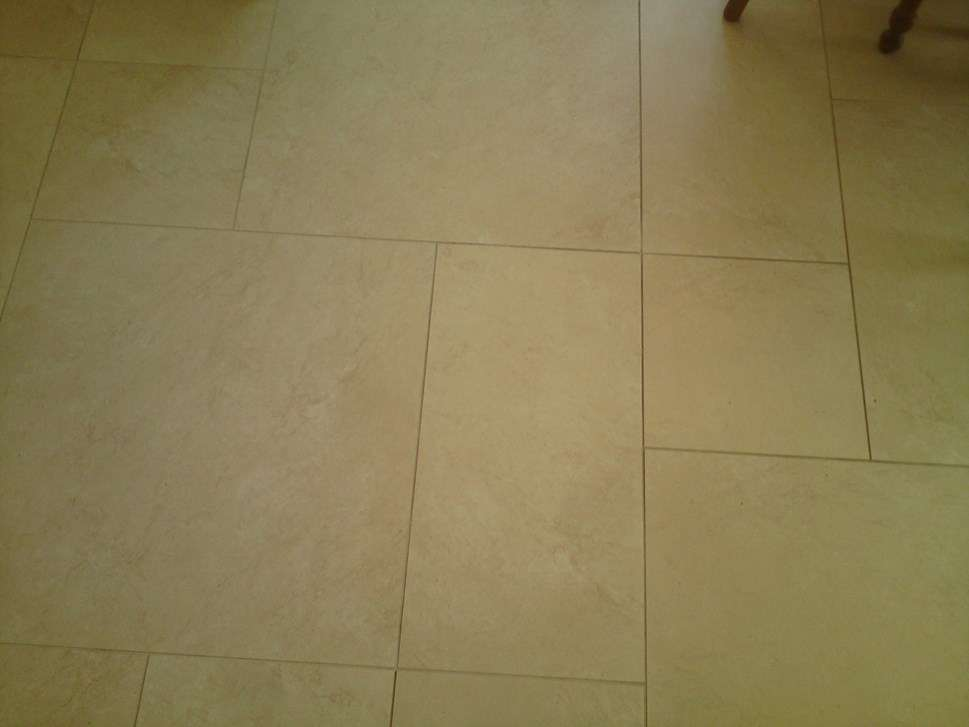Carrelage de sol de cuisine gris clair avec plaintes - Handwerk & Garten
