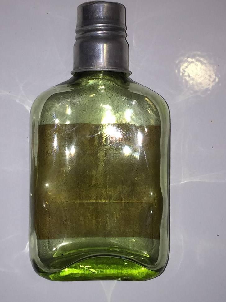 petite bouteille flasque ancienne bouchon en alu vis bouteilles. Black Bedroom Furniture Sets. Home Design Ideas