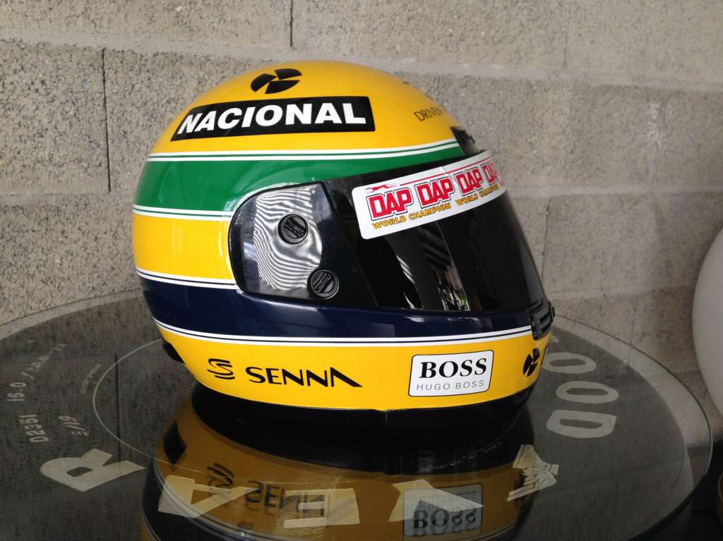 a vendre casque ayrton senna 1 1 casques. Black Bedroom Furniture Sets. Home Design Ideas