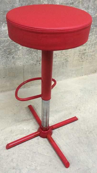 Barhocker edel rot vierbeinig h henverstellbar zum mieten for Barhocker in rot