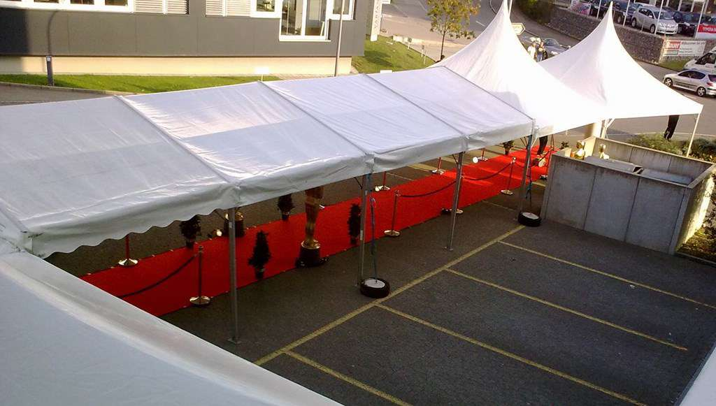 roter teppich 1x10m rot eventteppich stehtisch mieten bar catering partyservice. Black Bedroom Furniture Sets. Home Design Ideas