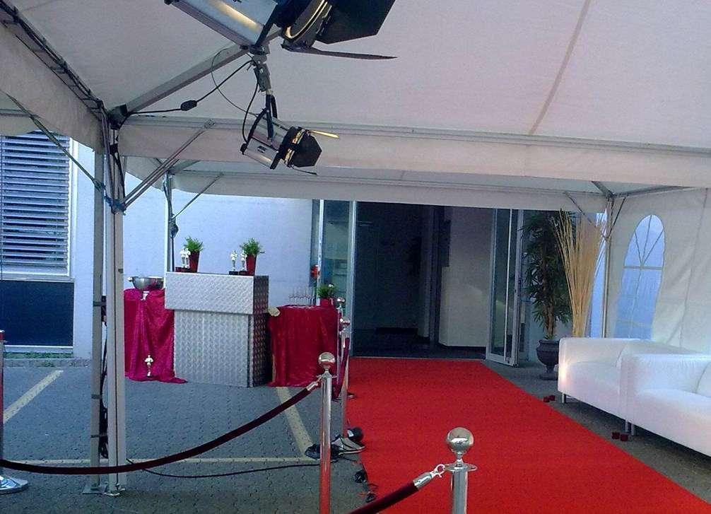 roter teppich 1x10m rot eventteppich stehtisch mieten bar catering partyservice. Black Bedroom Furniture Sets. Home Design Ideas