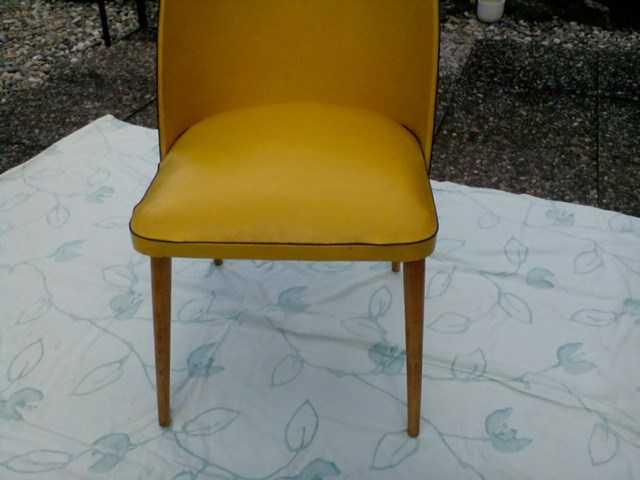 ancienne chaise en skai ann e 50 chaises. Black Bedroom Furniture Sets. Home Design Ideas