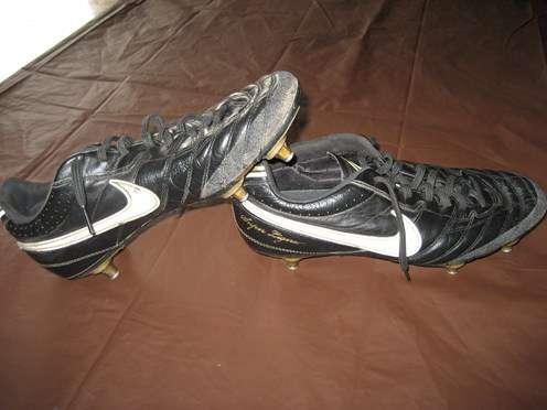 chaussures foot crampons fer football. Black Bedroom Furniture Sets. Home Design Ideas