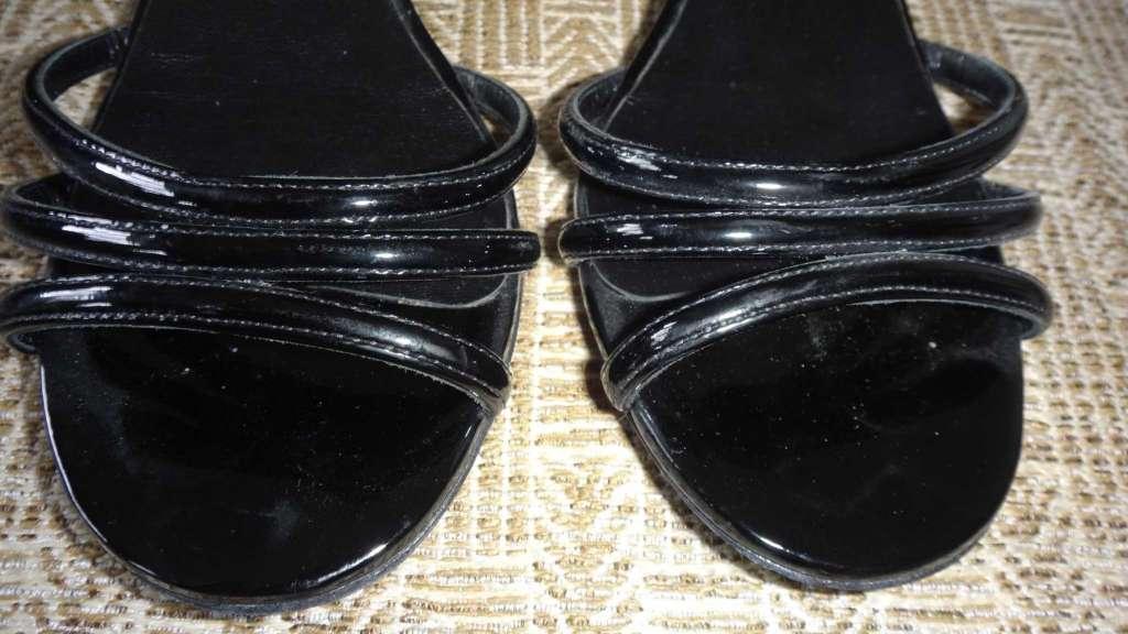 824ce9219454 Sandales Chanel, en cuir verni, pointure 37, état neuf - Chaussures ...