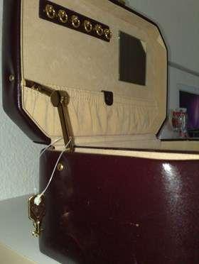 coffre bijoux en cuir coffrets bijoux. Black Bedroom Furniture Sets. Home Design Ideas