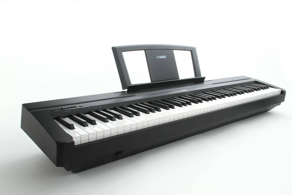 Piano digital yamaha p45 avec le meuble le piano id al for Meuble yamaha