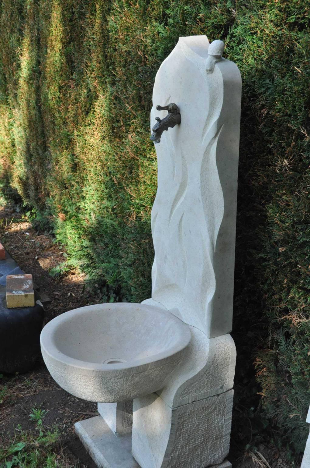 fontaine en pierre naturelle de bourgogne etangs fontaines d co. Black Bedroom Furniture Sets. Home Design Ideas
