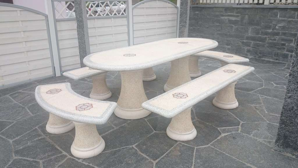 Table de jardin en pierre - Gartentisch