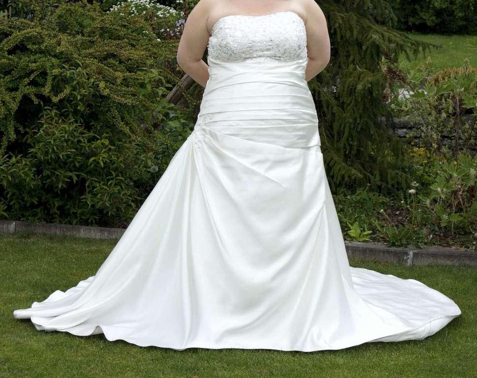 Massgeschneidertes Brautkleid in der Farbe Elfenbein - Hochzeitskleider
