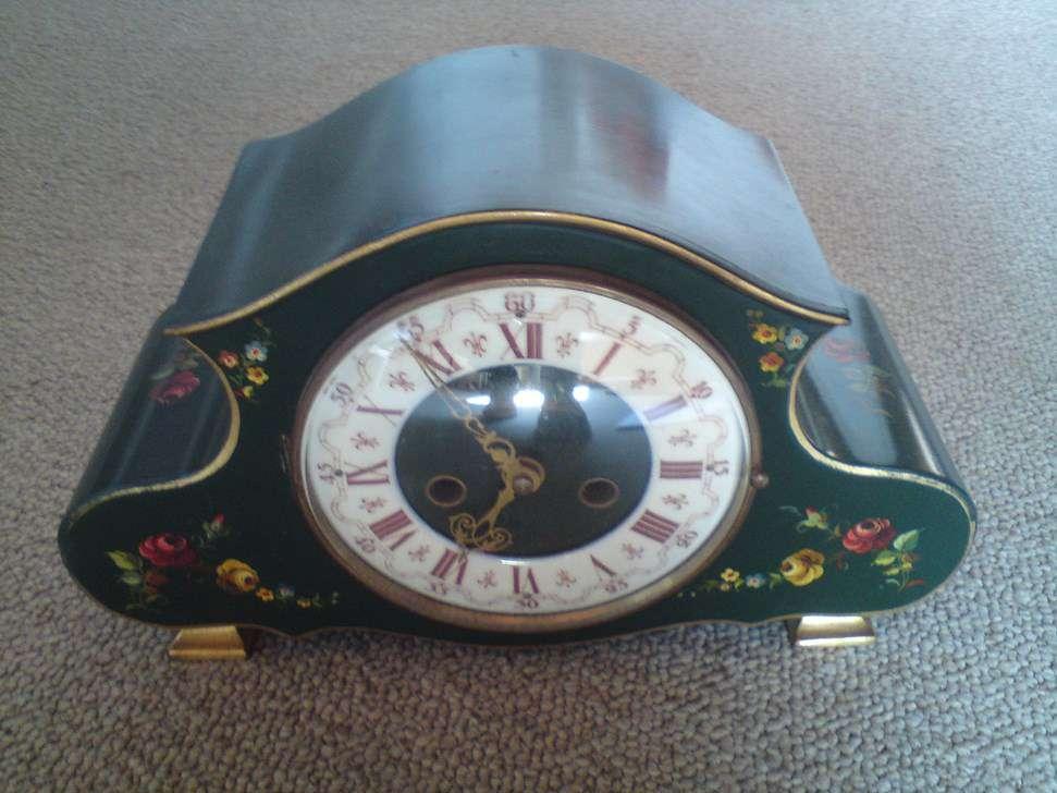horloge de table ancienne de marque schmid en bois vert horloges anciennes. Black Bedroom Furniture Sets. Home Design Ideas