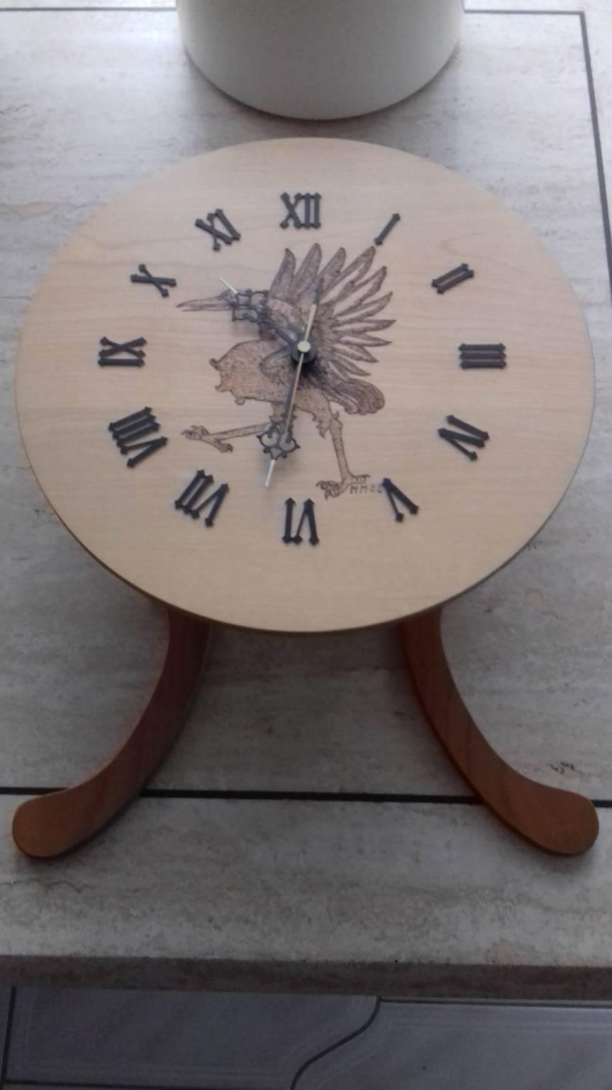 Scrapeo pendule sur une montgne en bois for Pendules murales en bois