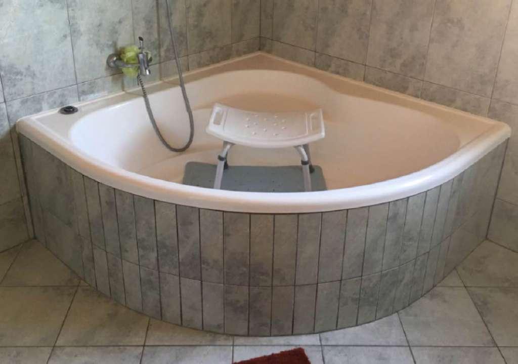 installer une porte dans votre baignoire installations. Black Bedroom Furniture Sets. Home Design Ideas