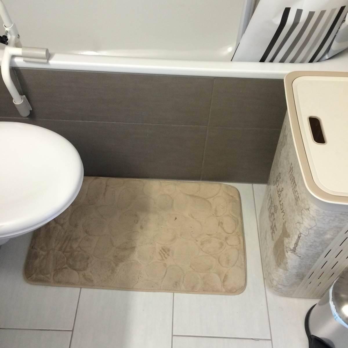 installer une porte dans votre baignoire salle de bain. Black Bedroom Furniture Sets. Home Design Ideas