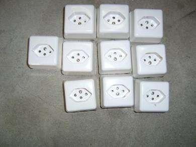 prise apparente type 13 interrupteurs fiches d 39 alim. Black Bedroom Furniture Sets. Home Design Ideas