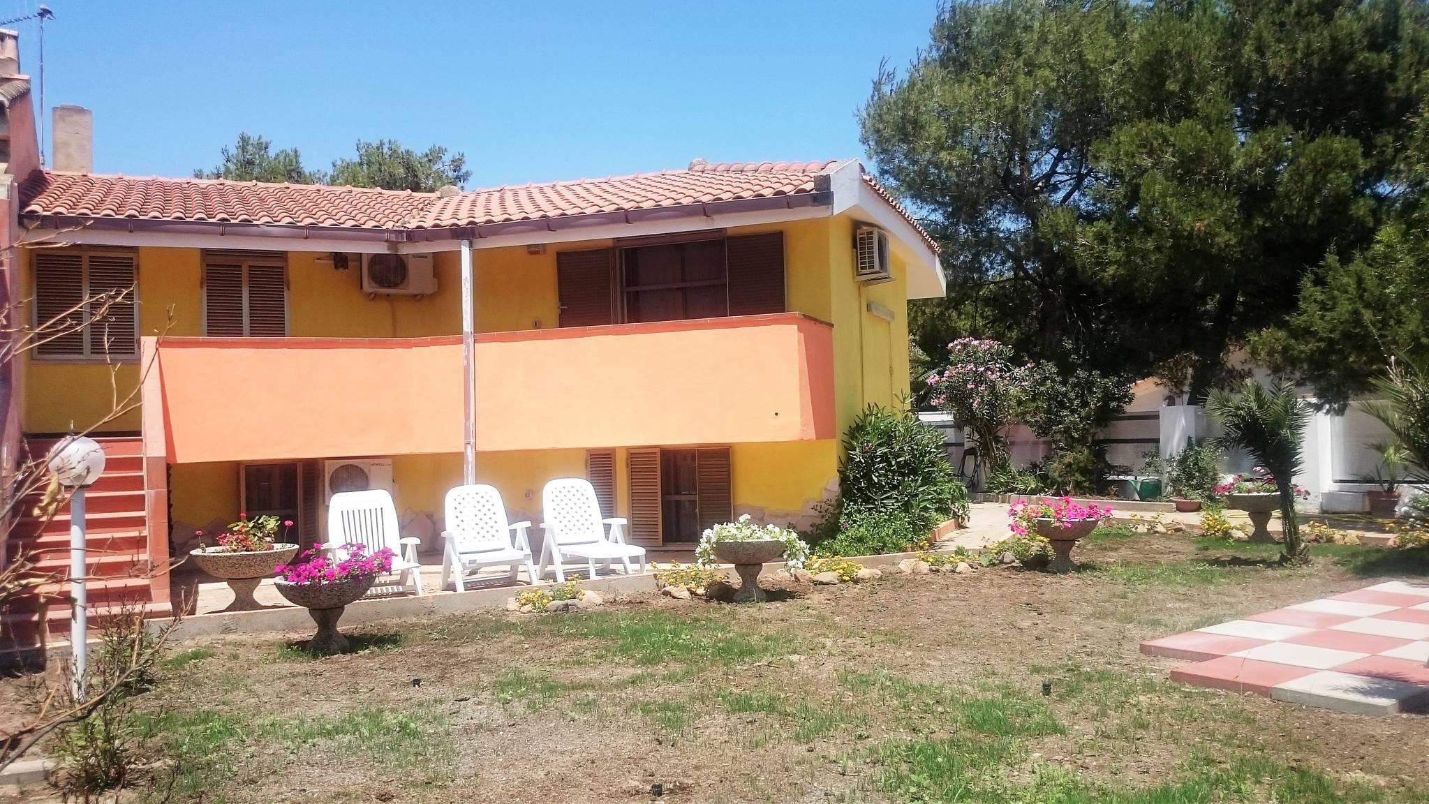 scrapeo sardinien ferienhaus direkt am meer von porto pino. Black Bedroom Furniture Sets. Home Design Ideas