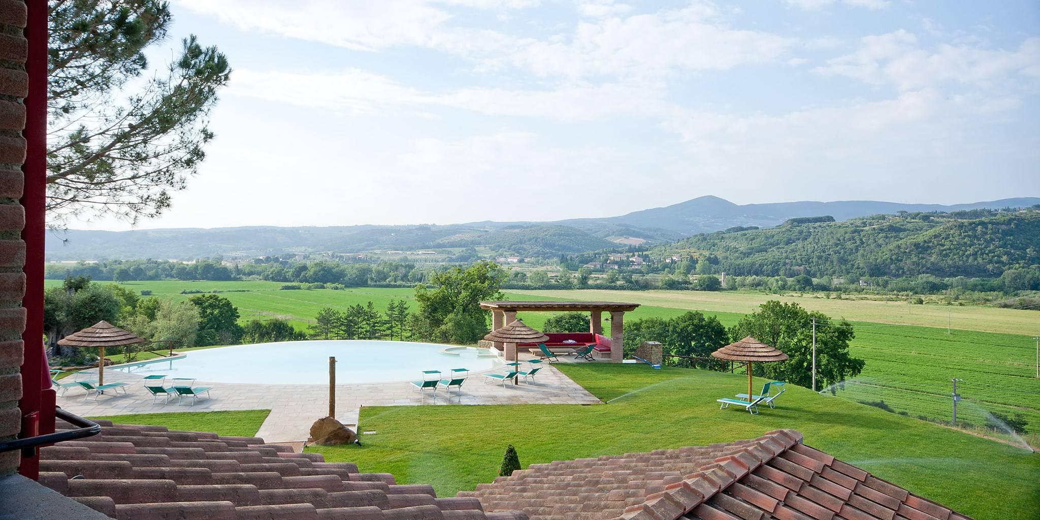 Toscane aupres de la mer superbe maison piscine italie for Ouvrir fenetre plein ecran