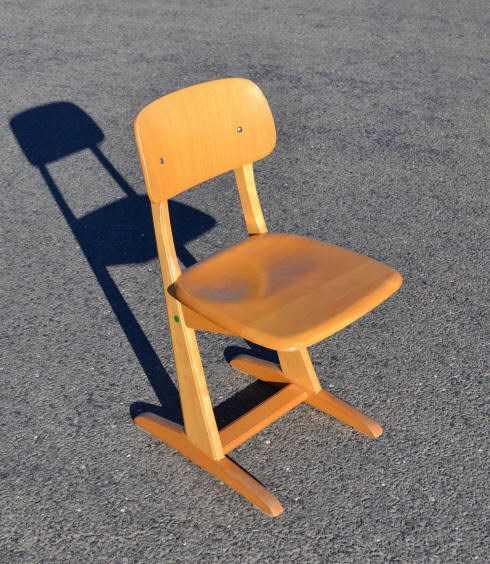 Mobilier de petite enfance vintage chaises tables berceaux jouets en bois - Mobilier vintage occasion ...