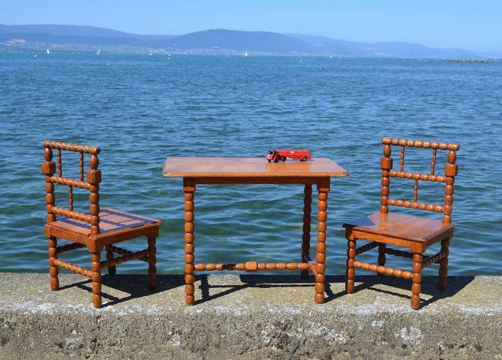 mobilier de petite enfance vintage chaises tables berceaux jouets en bois. Black Bedroom Furniture Sets. Home Design Ideas