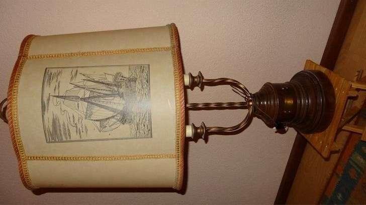 Lampe Ancienne Avec Pied En Bois Lampes Anciennes