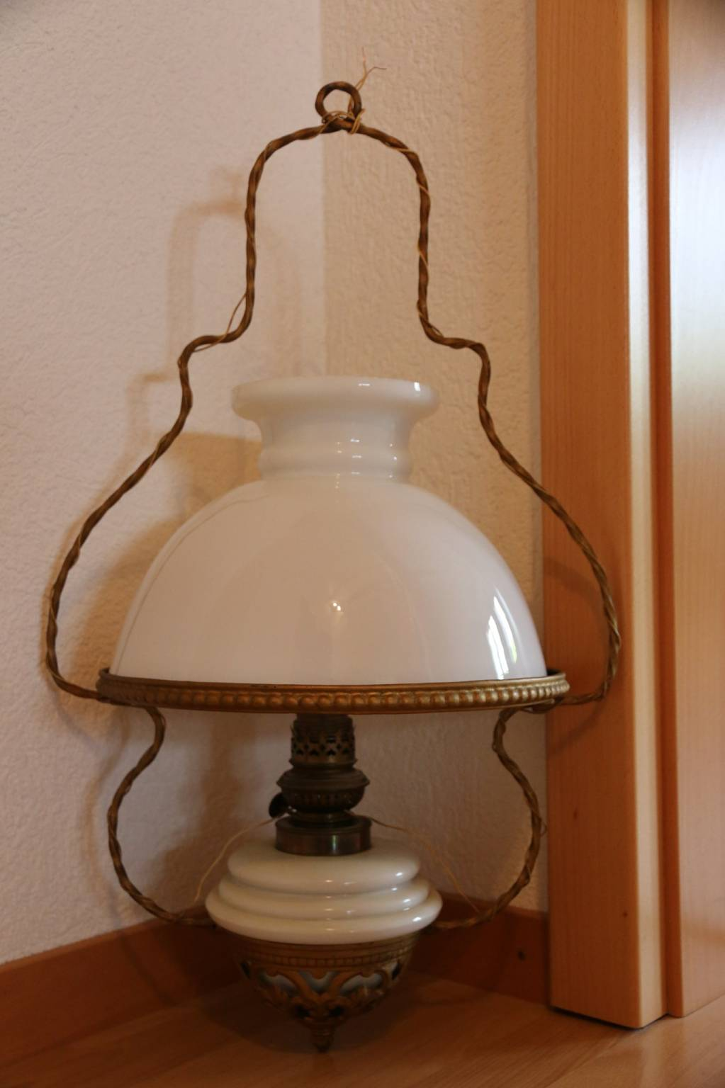 tr s belle et ancienne lampe de plafond lampes anciennes. Black Bedroom Furniture Sets. Home Design Ideas