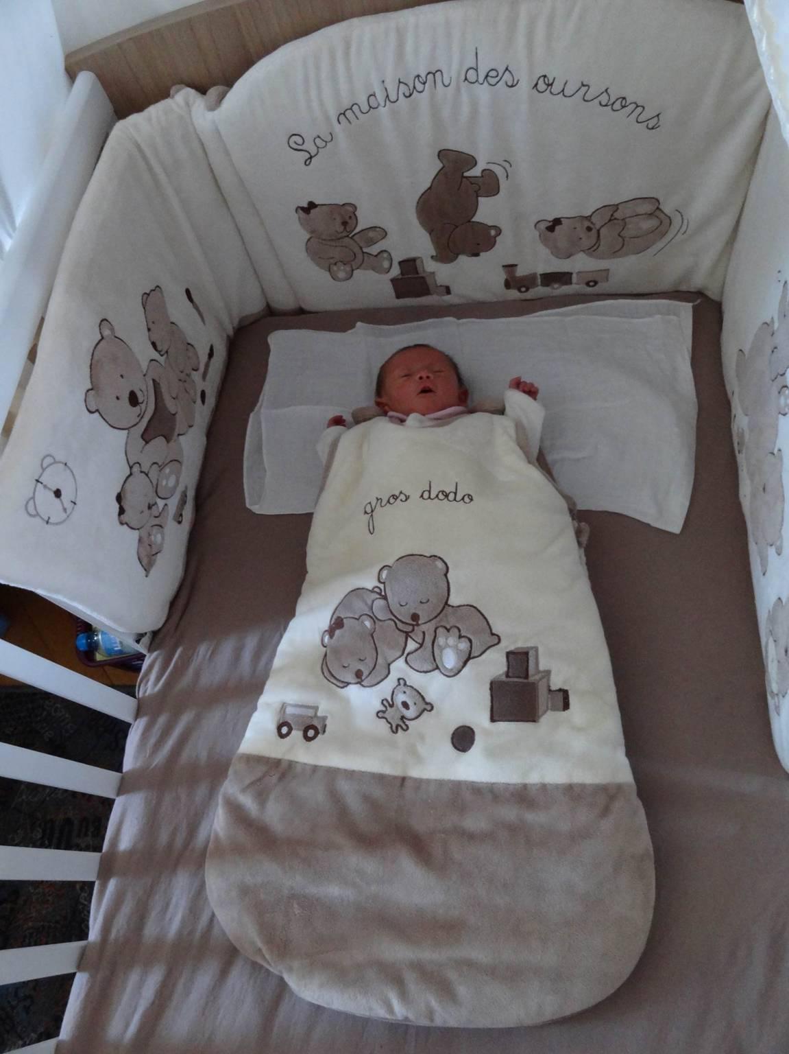 lit pour b b enfant tour de lit 2 rideaux t hiver. Black Bedroom Furniture Sets. Home Design Ideas