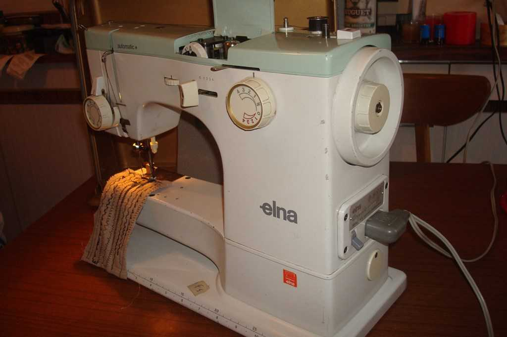 elna machine a coudre machines coudre. Black Bedroom Furniture Sets. Home Design Ideas