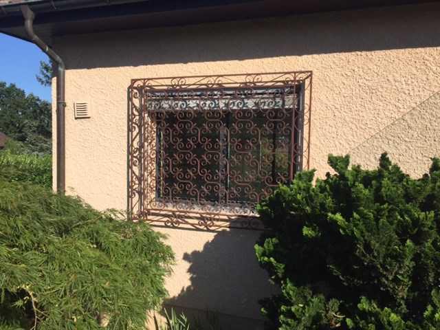 grille en fer forg prix selon la taille mat riaux de construction. Black Bedroom Furniture Sets. Home Design Ideas