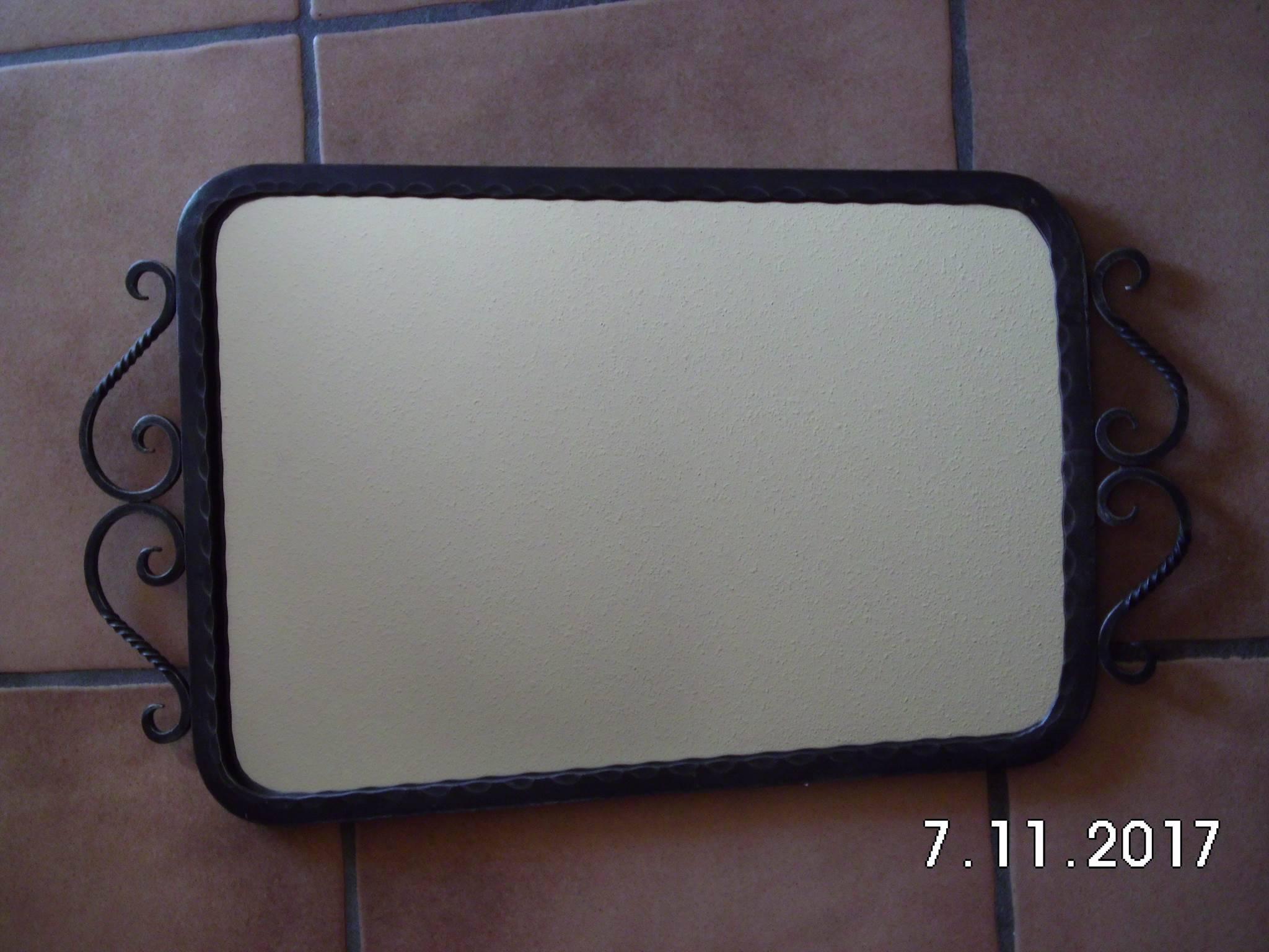 Miroir avec cadre en fer forg miroirs muraux for Miroir avec cadre miroir