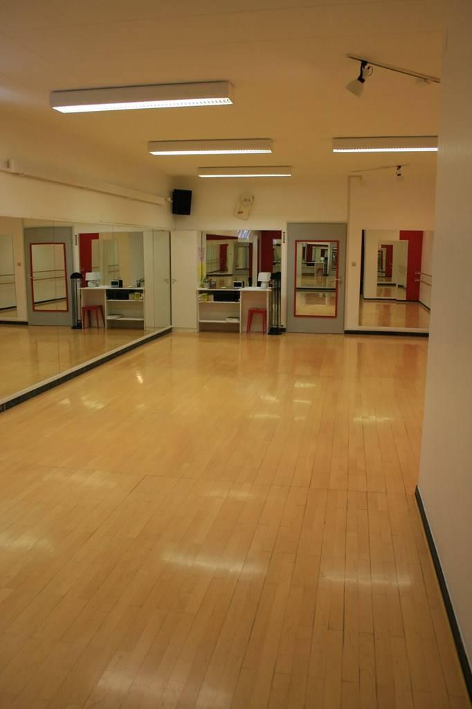 salle de danse yoga sophrologie neuch tel. Black Bedroom Furniture Sets. Home Design Ideas