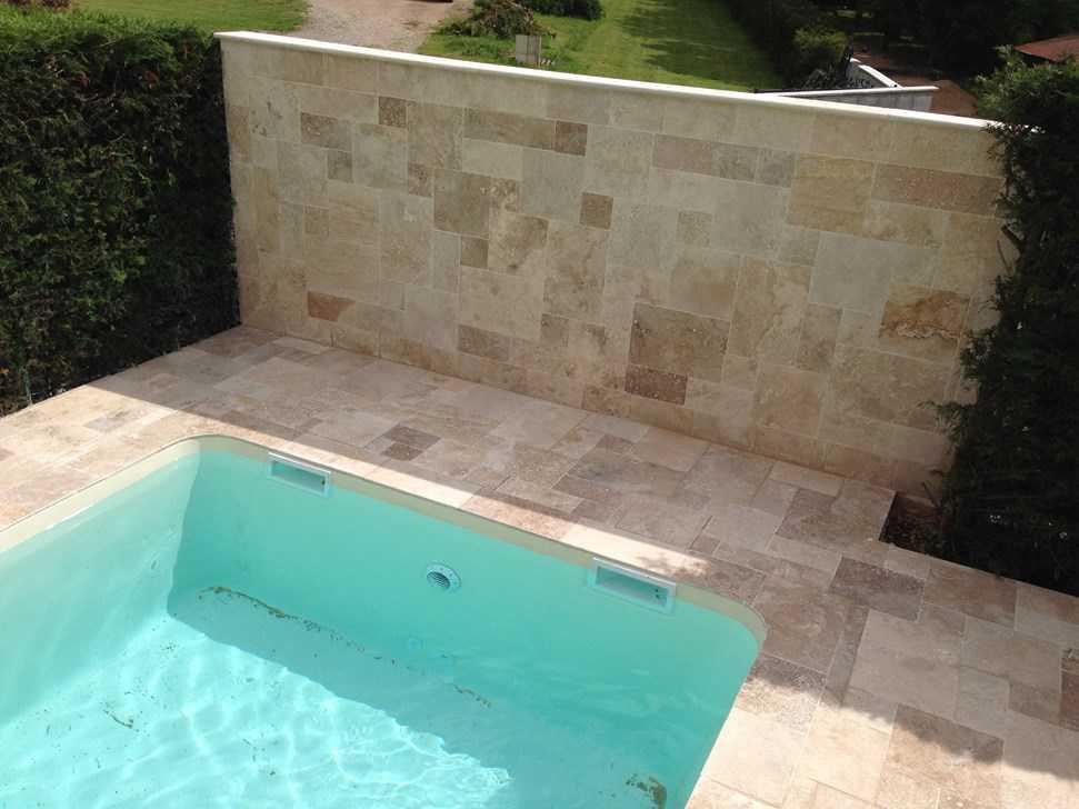 Margelle en pierre naturelle piscines accessoires for Prix margelle piscine
