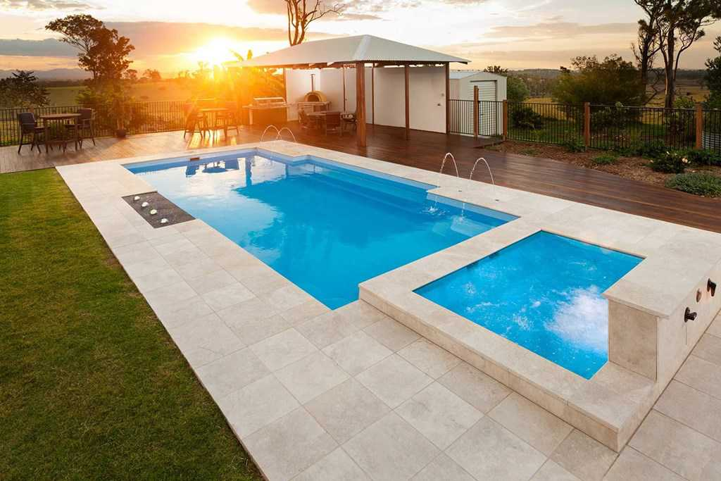 Piscine neuve freedom piscines accessoires for Swimming pool manufacturers