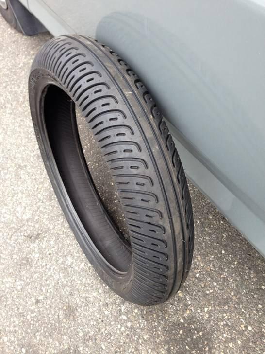 pneu pluie pirelli pour le sec dunlop neufs pneus. Black Bedroom Furniture Sets. Home Design Ideas
