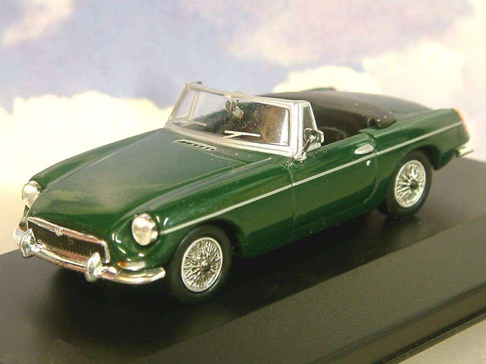 NEU: MG B Roadster 1962-1980 dunkelgrün 1:43 von Del Prado