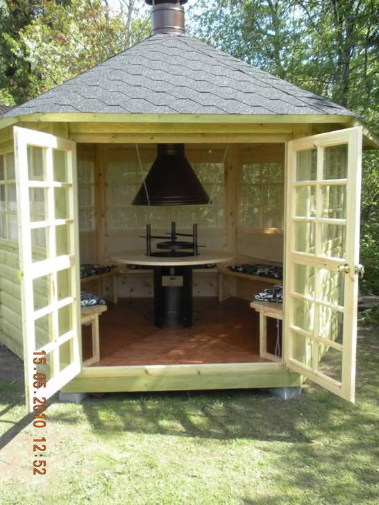 Chalet grill de 9 5m2 murs demi rondins et table granit for Chalet jardin 5m2