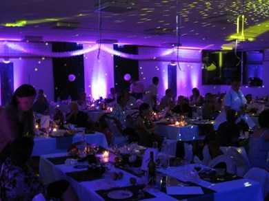 d 233 coration de salle avec projecteurs led de couleurs spectacle culture