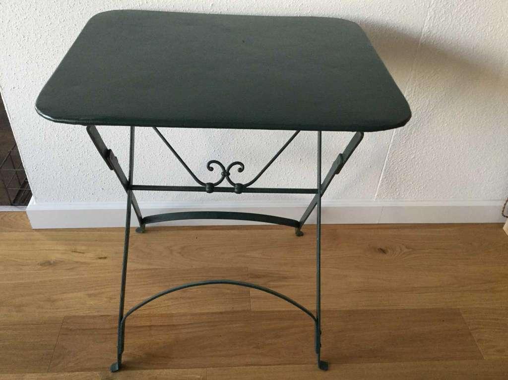 Ancienne petite table de jardin rectangulaire pliable