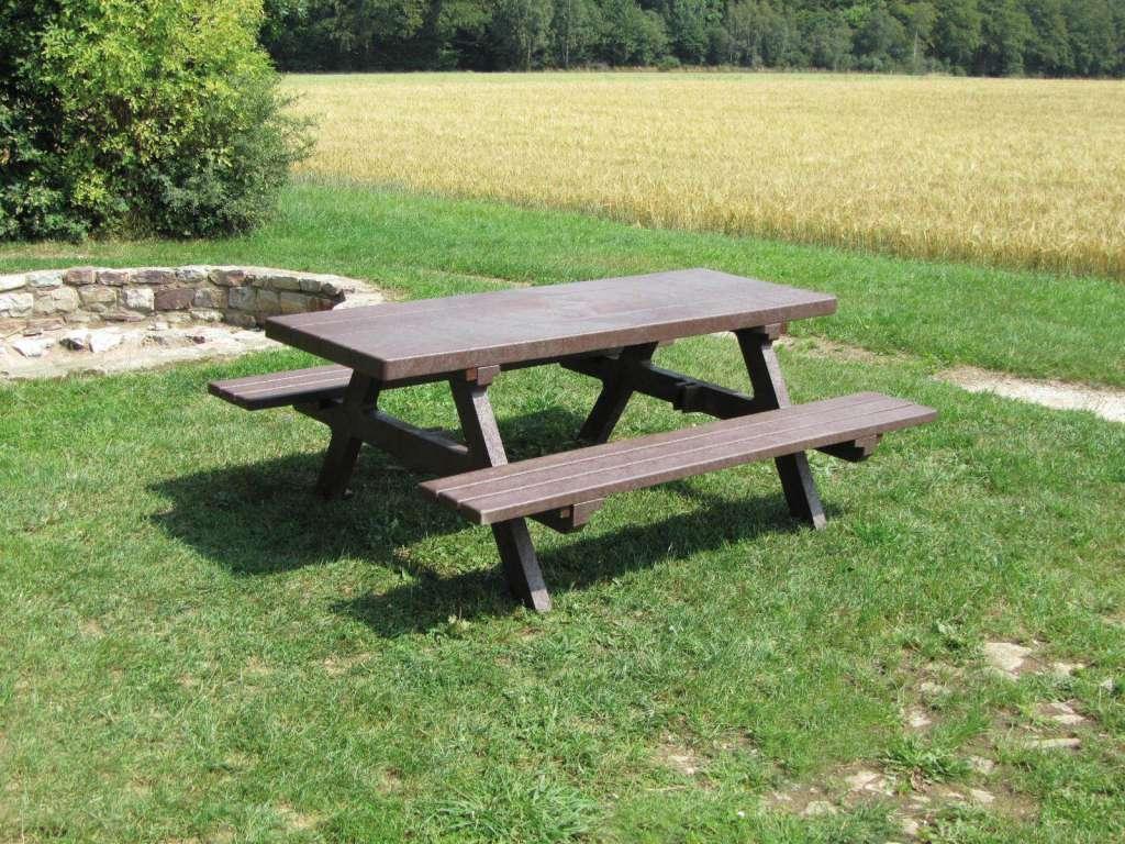Table pique-nique - Meuble urbain en plastique recyclé durab