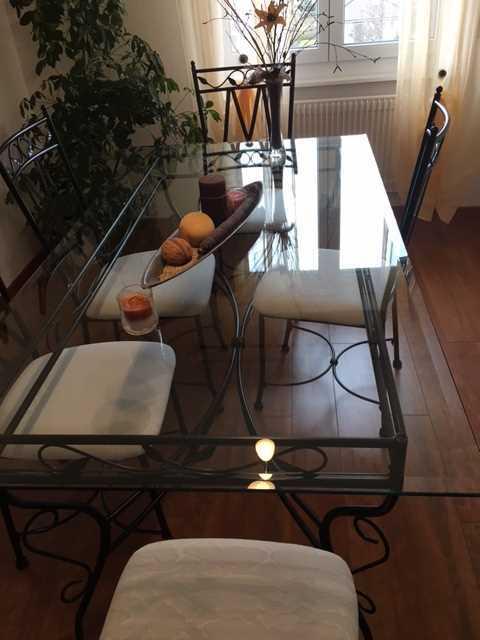 Table et chaises de salle manger fer forg tables for Table et chaise de salle a manger en fer forge