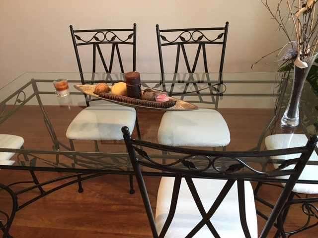 Table et chaises de salle manger fer forg - Salle a manger en fer forge et verre ...