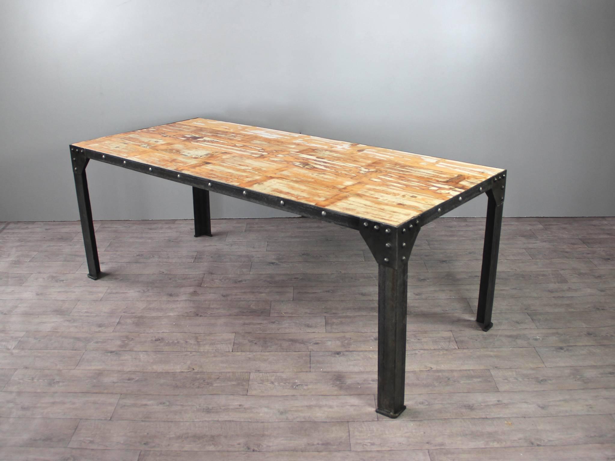tables de repas vintage destockage tables chaises. Black Bedroom Furniture Sets. Home Design Ideas