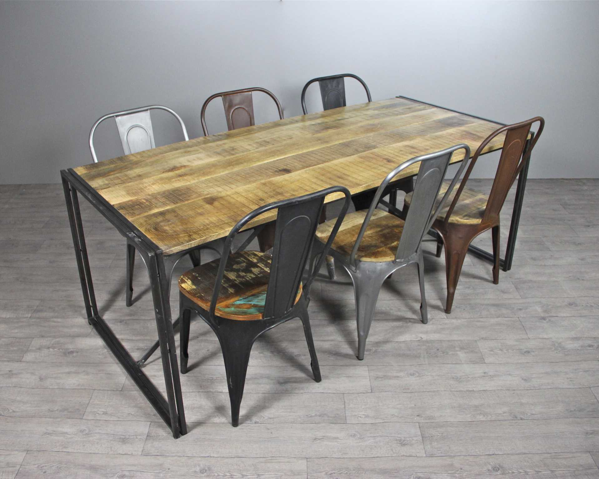 tables style industriel tables chaises. Black Bedroom Furniture Sets. Home Design Ideas